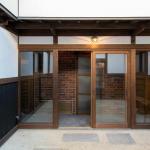 (entrance<!--entrance-->)
