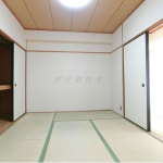 (bed room<!--bed room->)