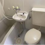(bath room<!--bath room-->)